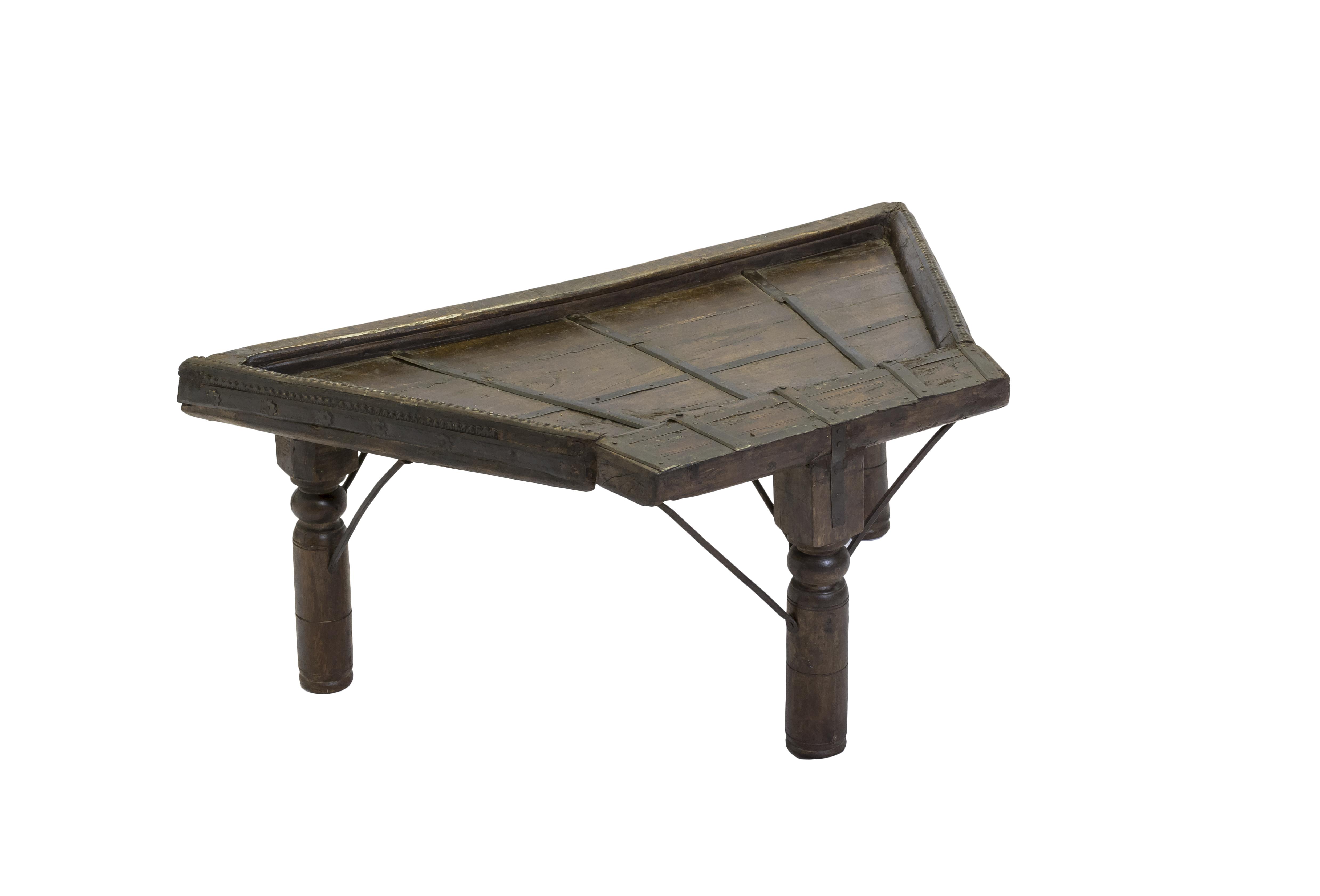 Mesa auxiliar madera y metal triangular