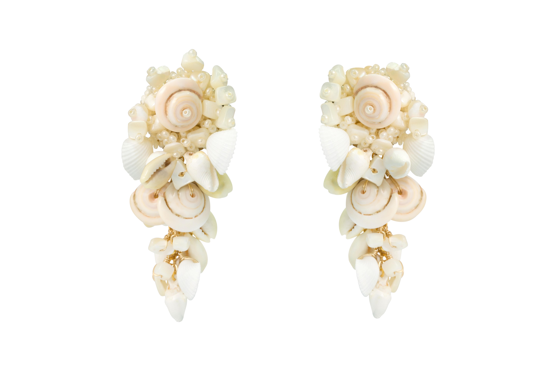 Short drop earrings natural
