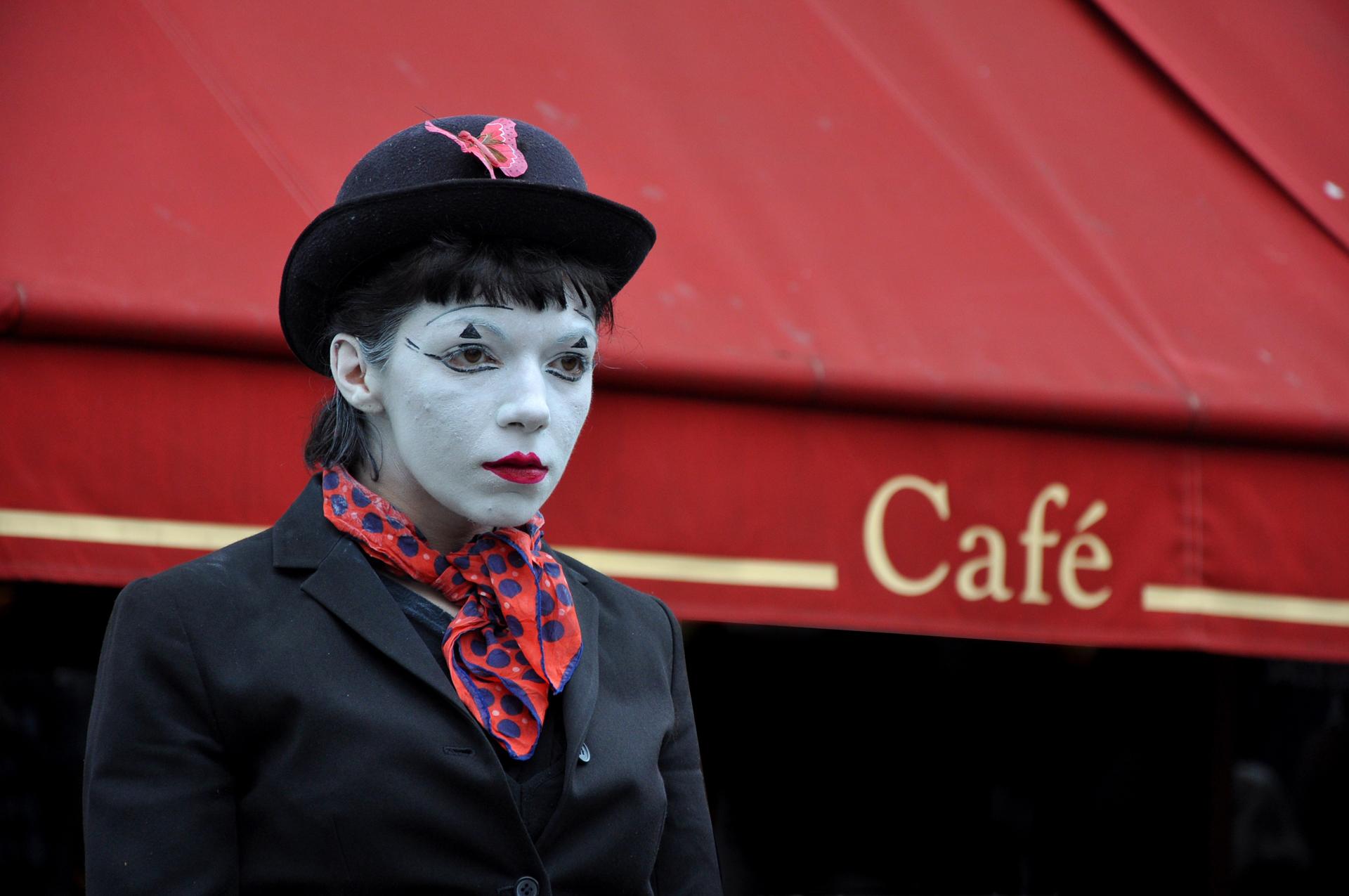 קפה אדום - פריז - Café rouge - יואל שתרוג - אדמה יוצרת - paris - yoel sitruk