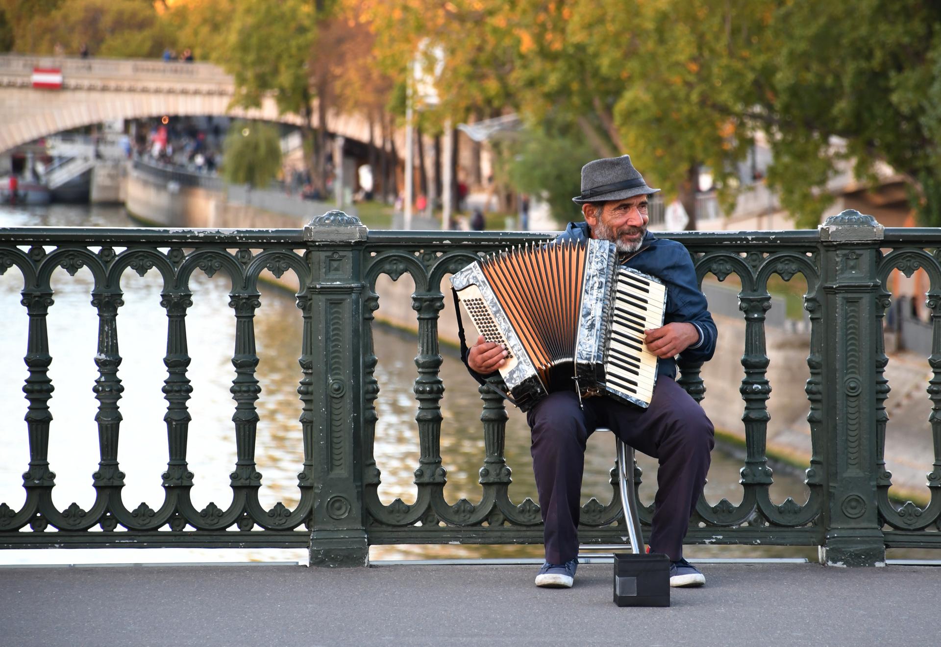 תחת שמי פריז - paris - יואל שתרוג - אדמה יוצרת - yoel sitruk
