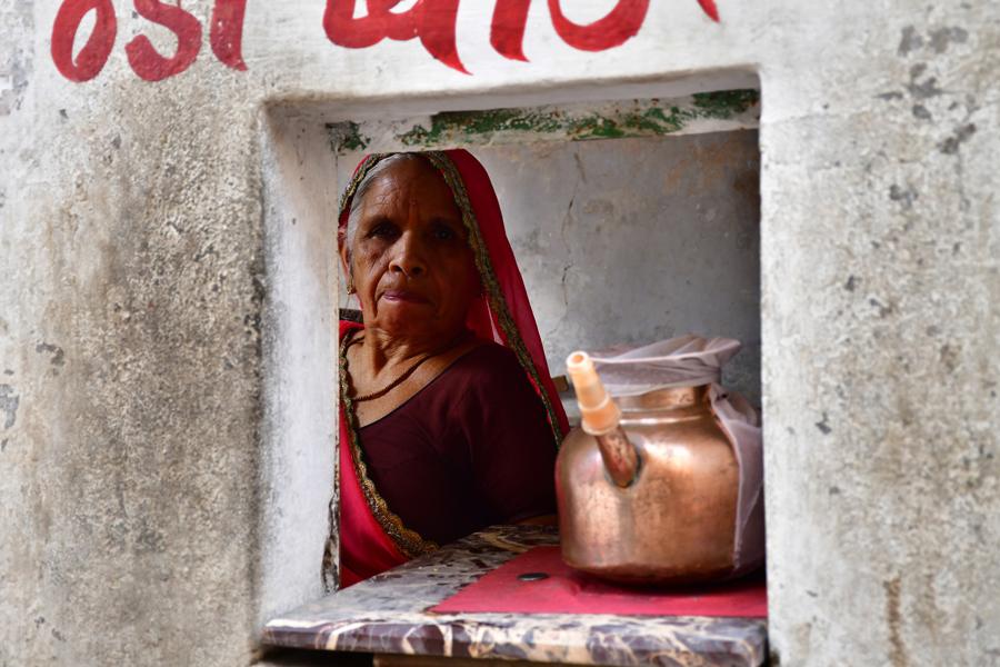 הודו – מוכרת צ'אי מסאלה - ג'איפור - יואל שתרוג - אדמה יוצרת