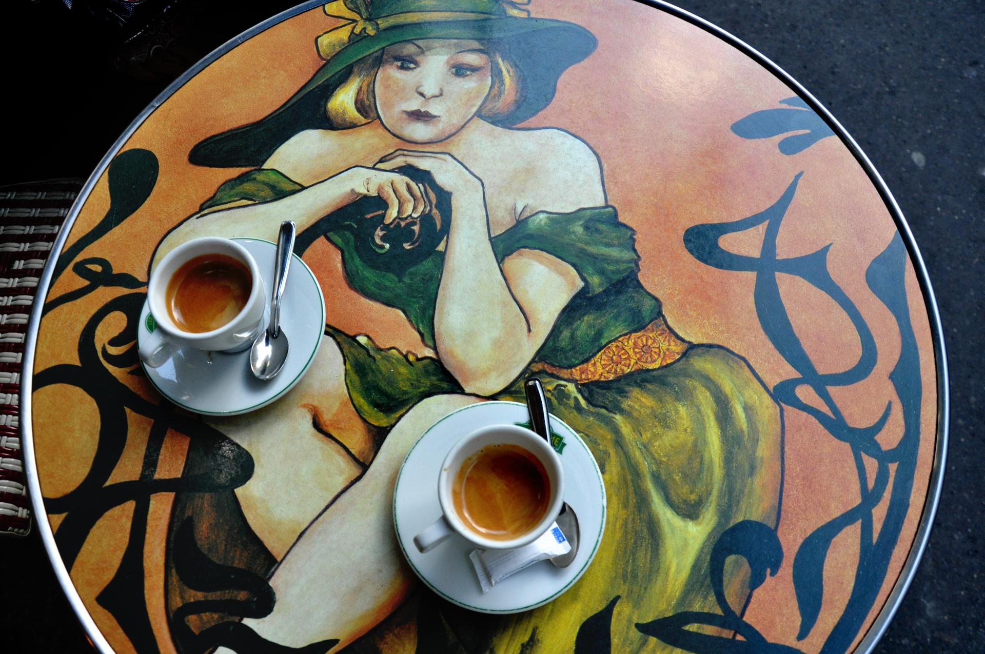 פעמיים קפה פריז - שולחן קפה - paris - יואל שתרוג - אדמה יוצרת - yoel sitruk