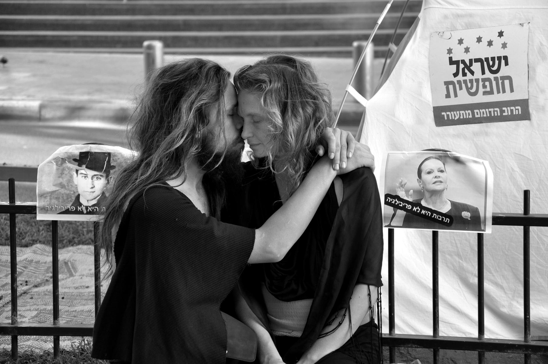 מהפכה של אהבה - רוטשילד - מחאת האוהלים - הפגנה - צדק לעם - יואל שתרוג - אדמה יוצרת - yoel sitruk