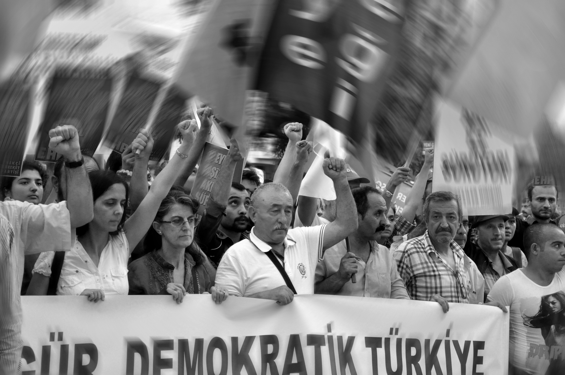 כח לעם - איסטנבול- הפגנה - צדק לעם - יואל שתרוג - אדמה יוצרת - yoel sitruk