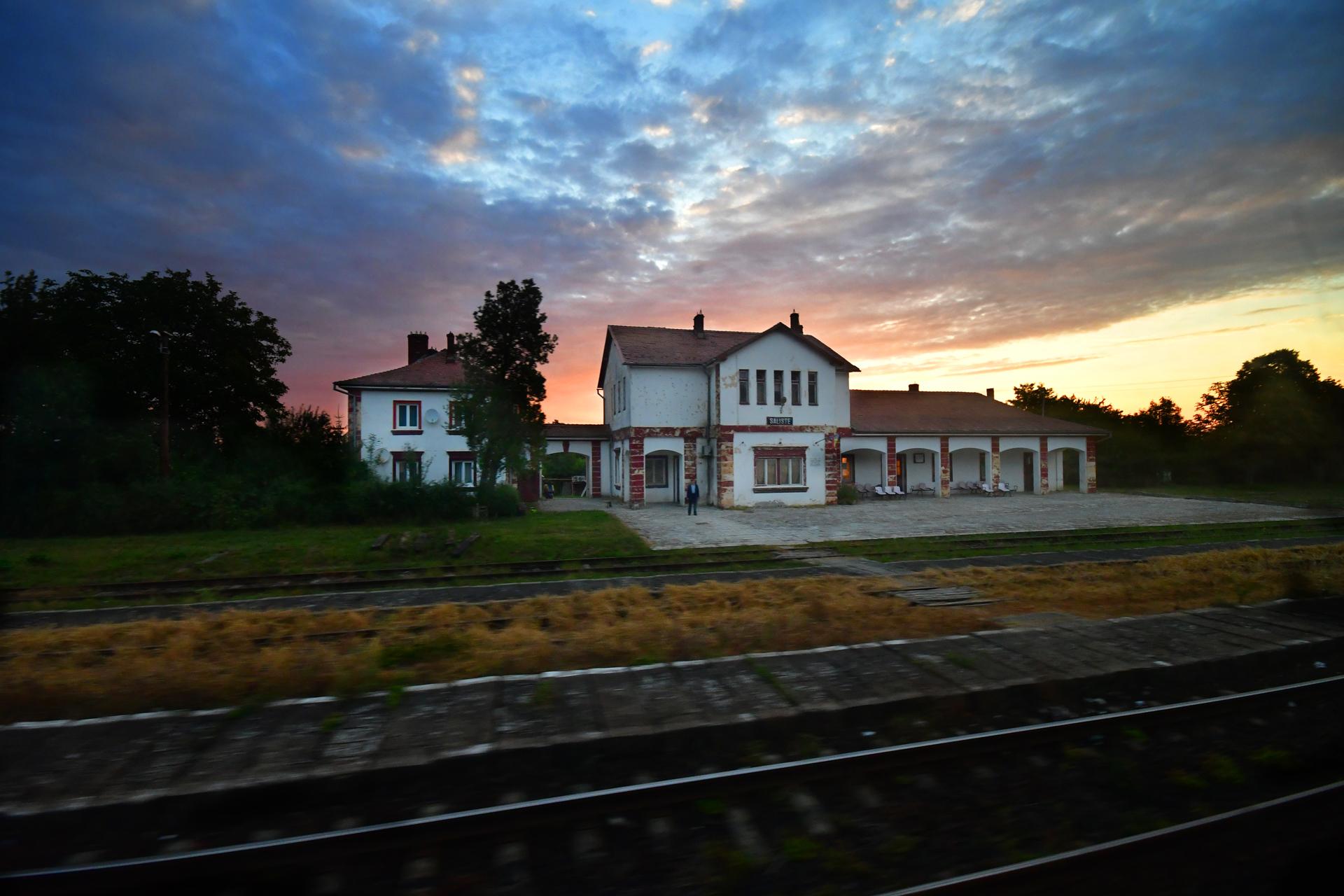 הבית שליד המסילה - אוריינט אקספרס- יואל שתרוג - אדמה יוצרת - yoel sitruk