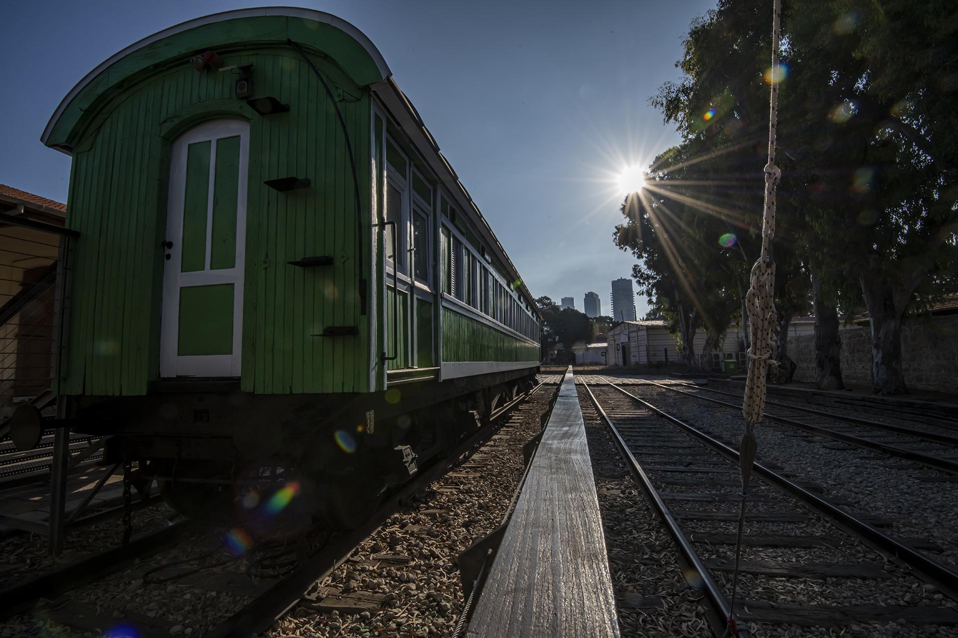 האור שבקצה - אוריינט אקספרס - רכבת דניאל קמחי - יואל שתרוג - אדמה יוצרת - yoel sitruk