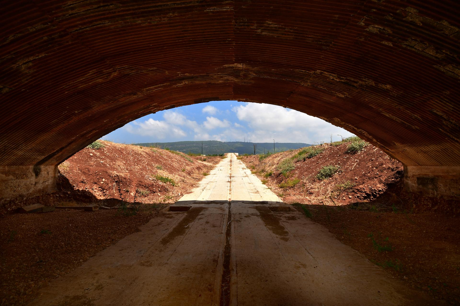 טרמינל 1 - מנחת בצת - יואל שתרוג - אדמה יוצרת - yoel sitruk