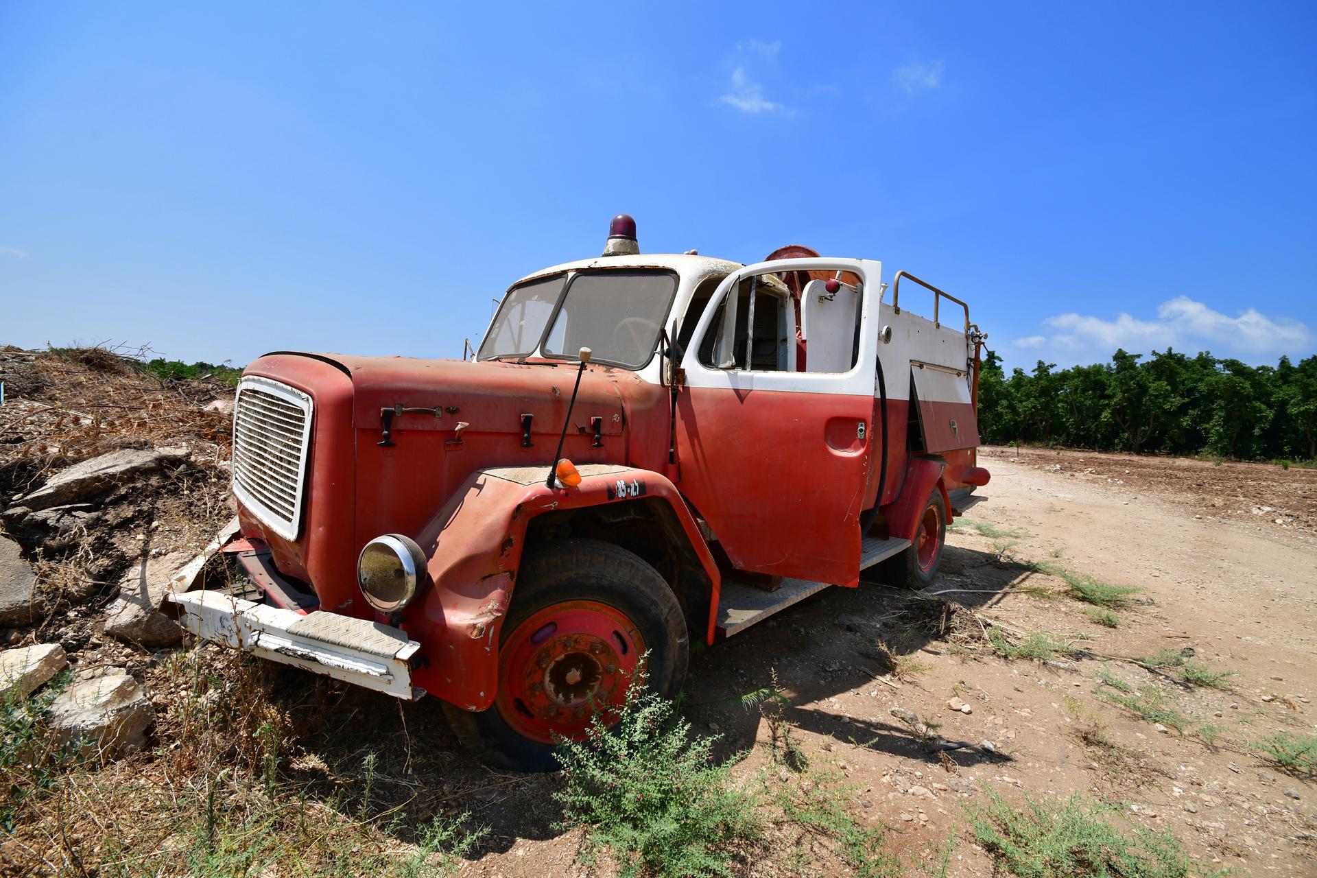 בוב הכבאי - מנחת בצת - מכונית כיבוי - יואל שתרוג - אדמה יוצרת - yoel sitruk