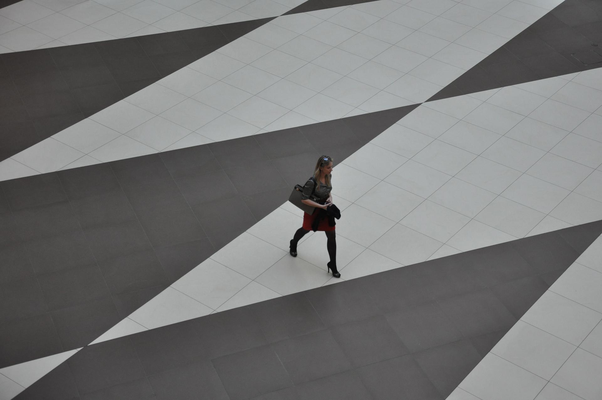 שש בש - סנט פטרסבורג - ריצפה - מרכז קניות - יואל שתרוג - אדמה יוצרת - yoel sitruk
