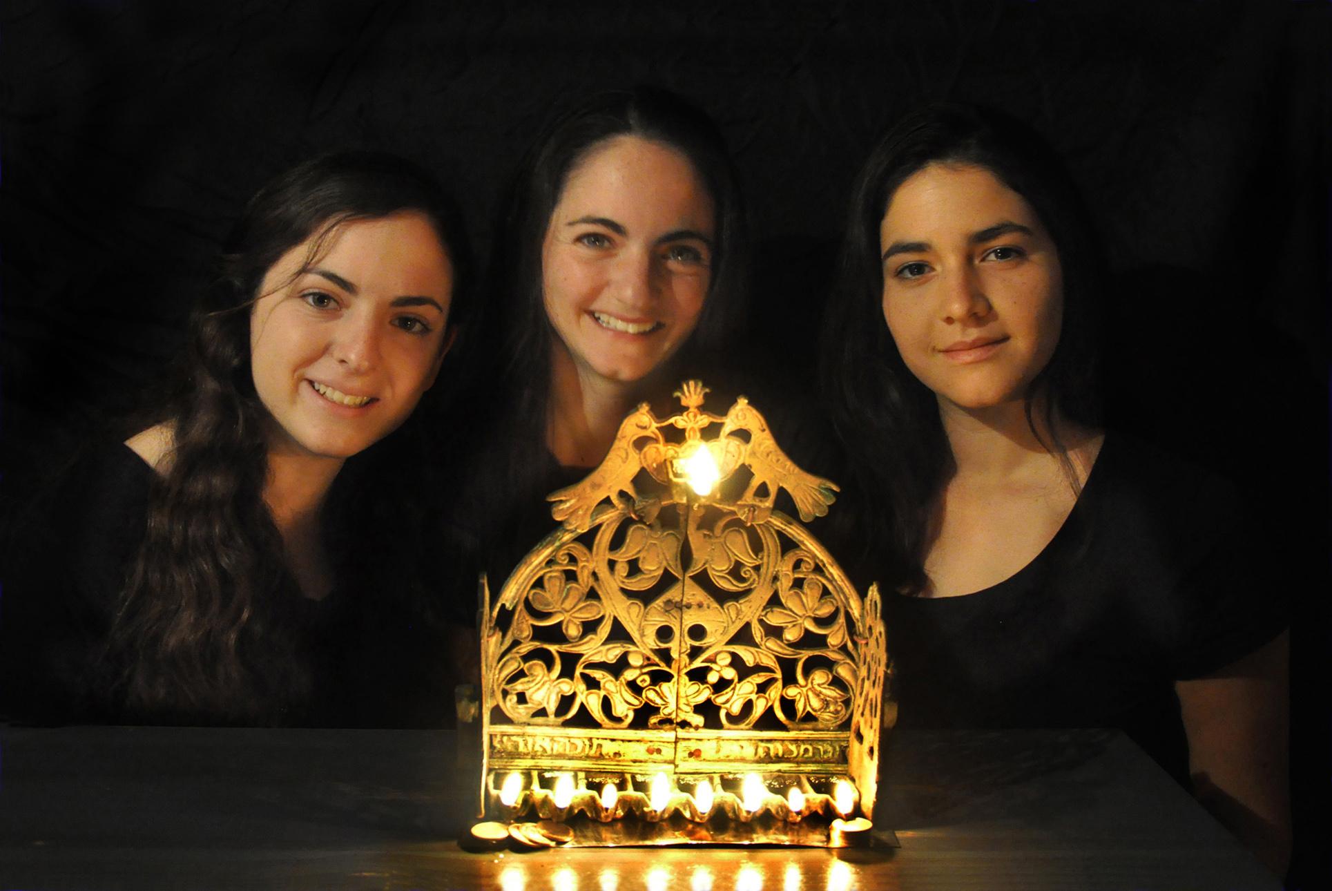 אור בבית - בנות שתרוג - חנוכה 2015 - יואל שתרוג - אדמה יוצרת - yoel sitruk