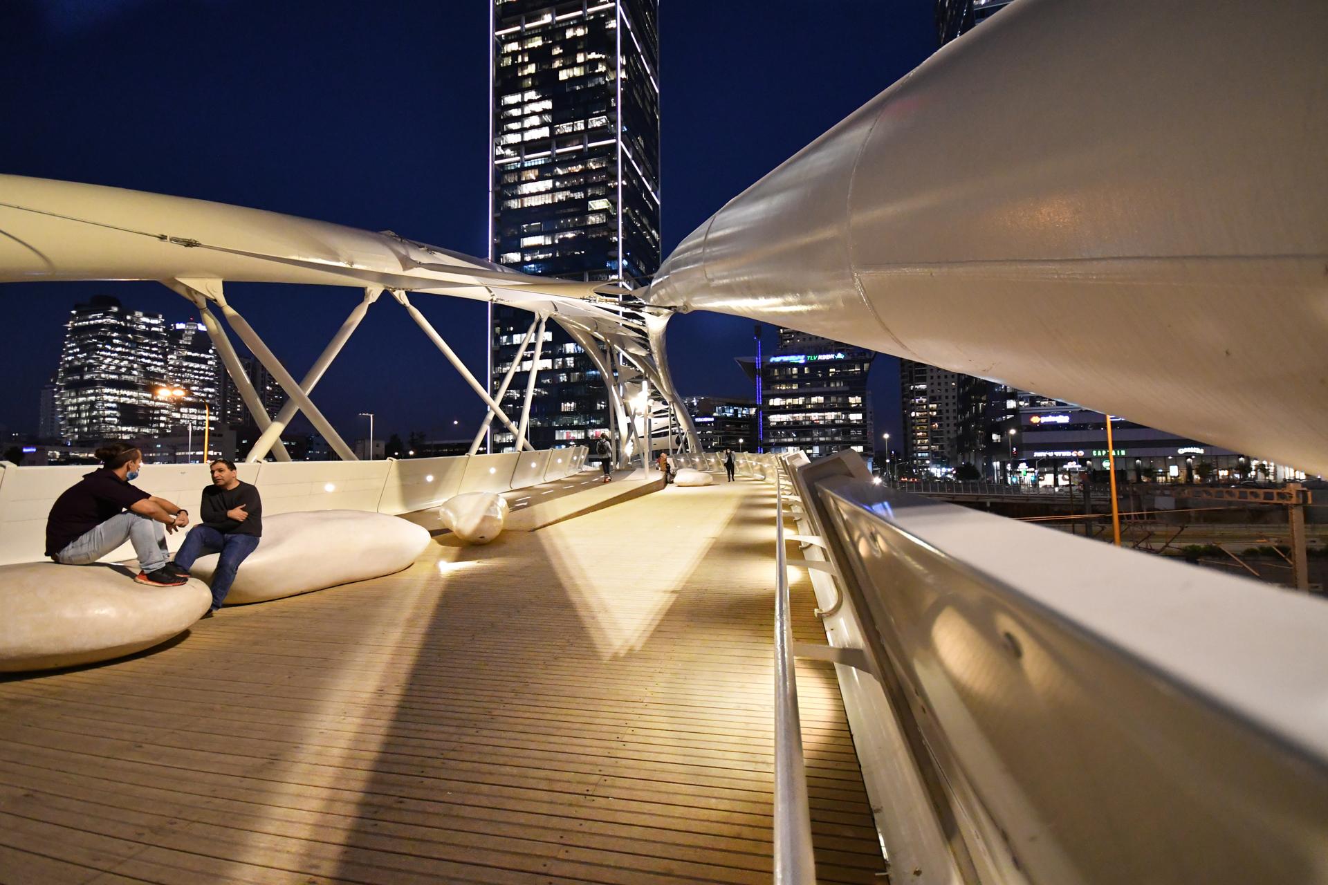 גשר יהודית - תל אביב - 21 לדצמבר - מגשרים - יואל שתרוג - אדמה יוצרת - yoel sitruk