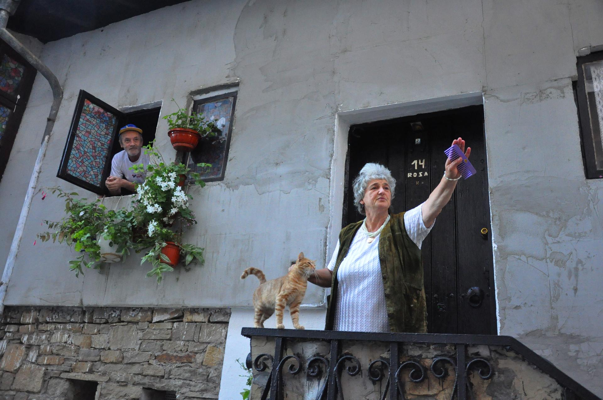 רוזה מרציפן - יואל שתרוג - אדמה יוצרת - אמור שלום - בולגריה