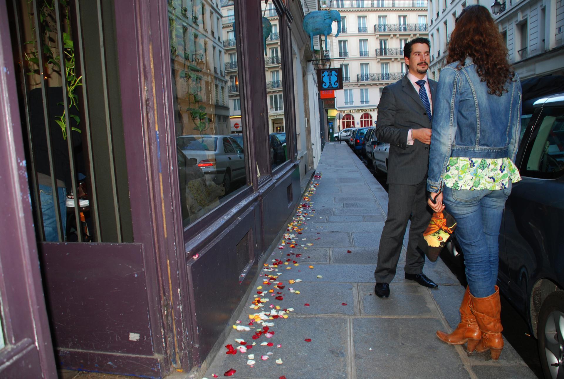 פגישה - paris- יואל שתרוג - אדמה יוצרת- אהבה