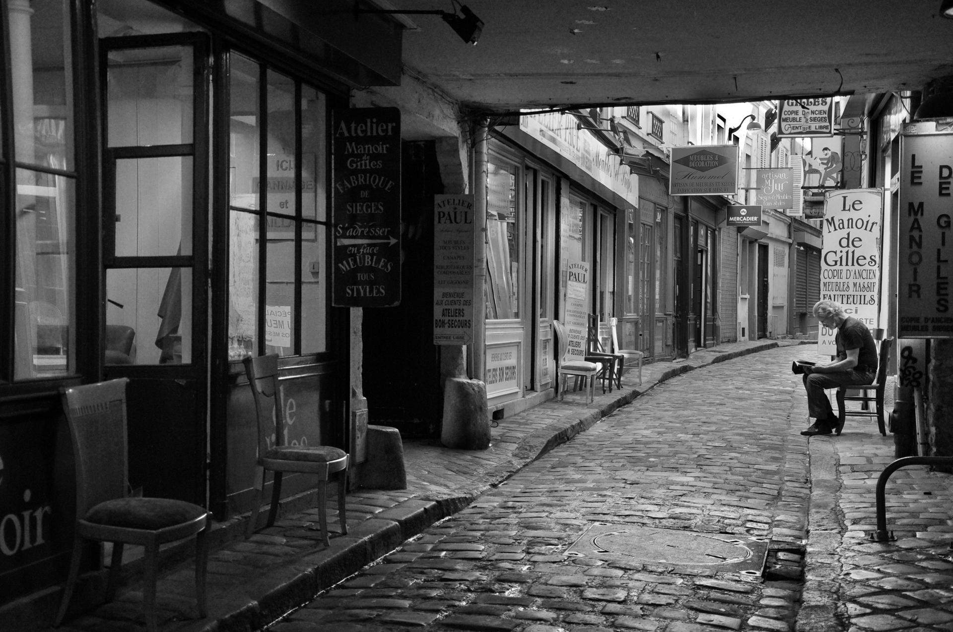 פריז - העיר באפור - סמטת בעלי מלאכה - יואל שתרוג - אדמה יוצרת