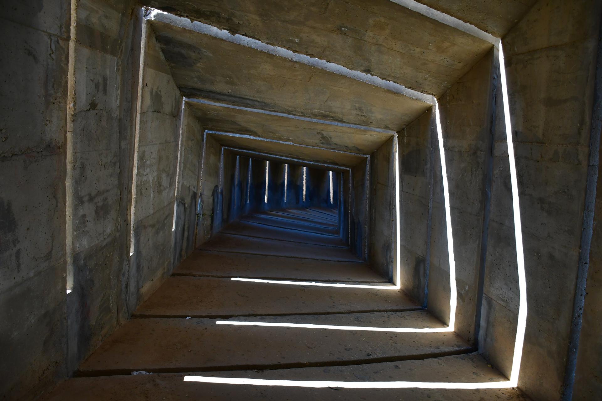 אנדרטת הנגב - יוסי חמו - דני קרוון - יואל שתרוג - אדמה יוצרת - בטון - yoel sitruk