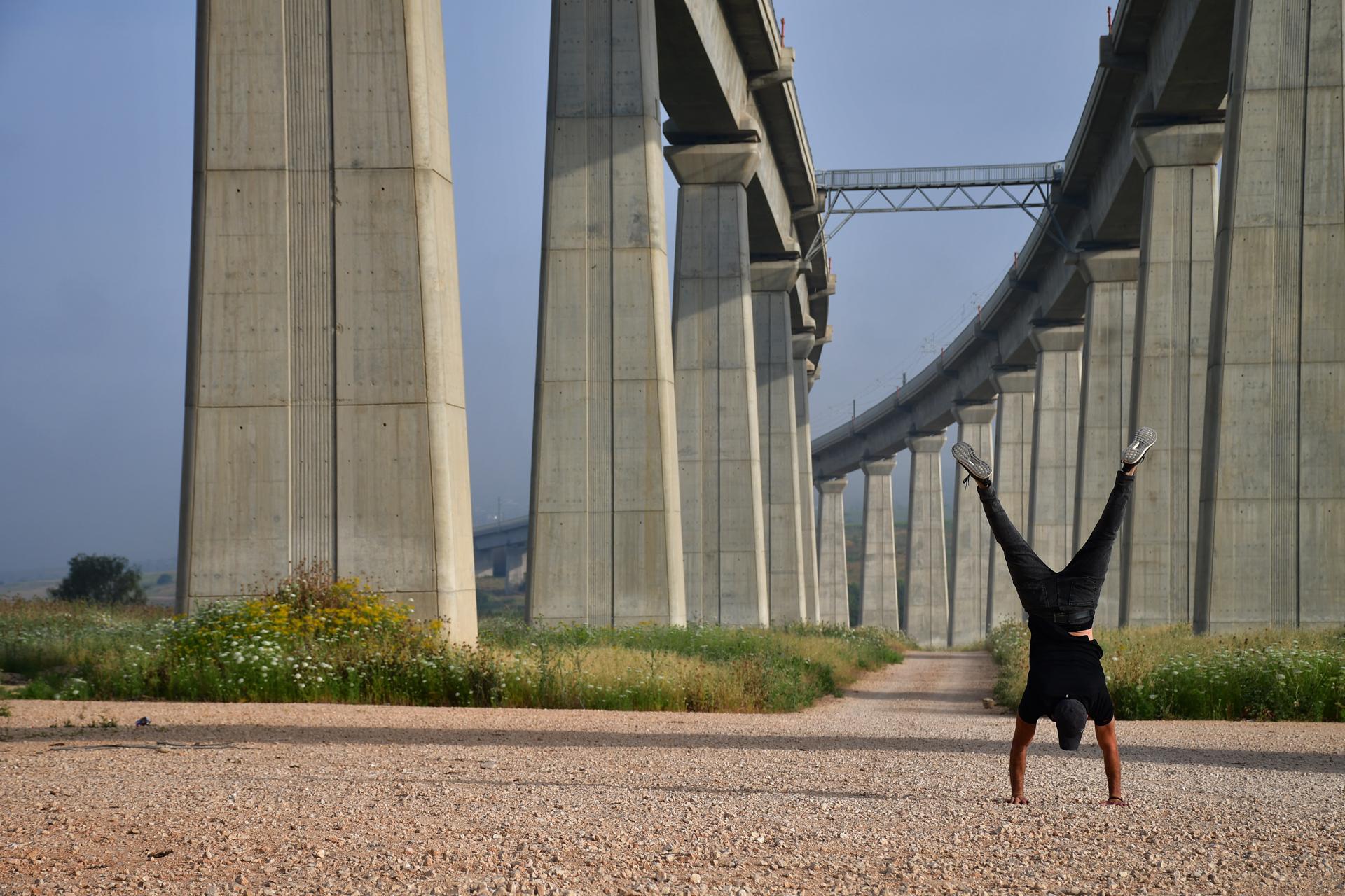 גשר נחל ענבה - ניצן שתרוג - אדמה יוצרת - בטון - nitzan sitruk