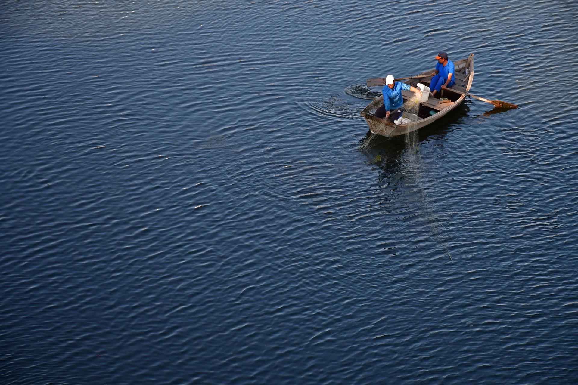 מינימליזם - יואל שתרוג - אדמה יוצרת - סירה - ים דייגים yoel sitruk
