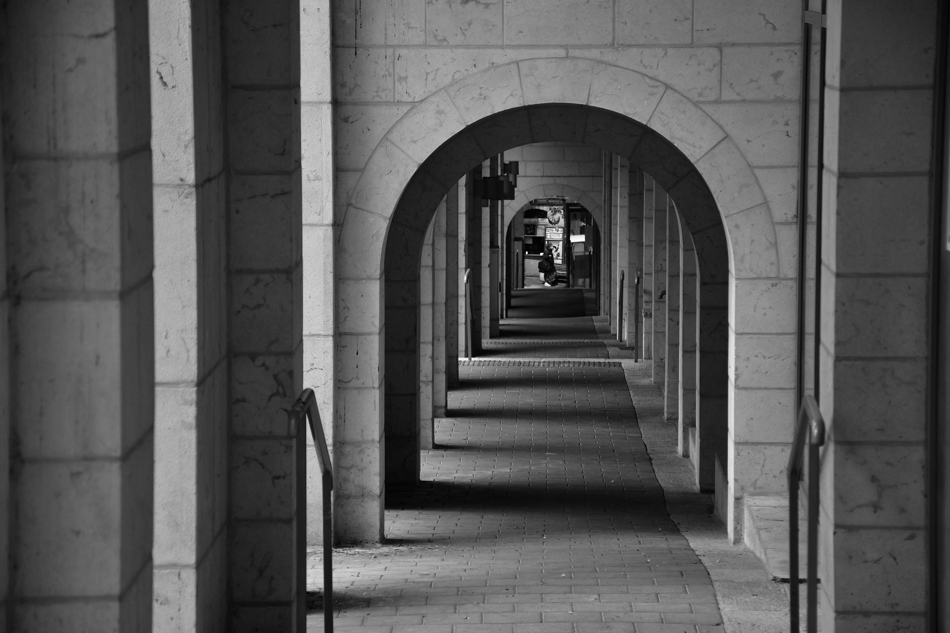 https://www.y-adama.co.il/blog/through-the-arches-of-jerusalem