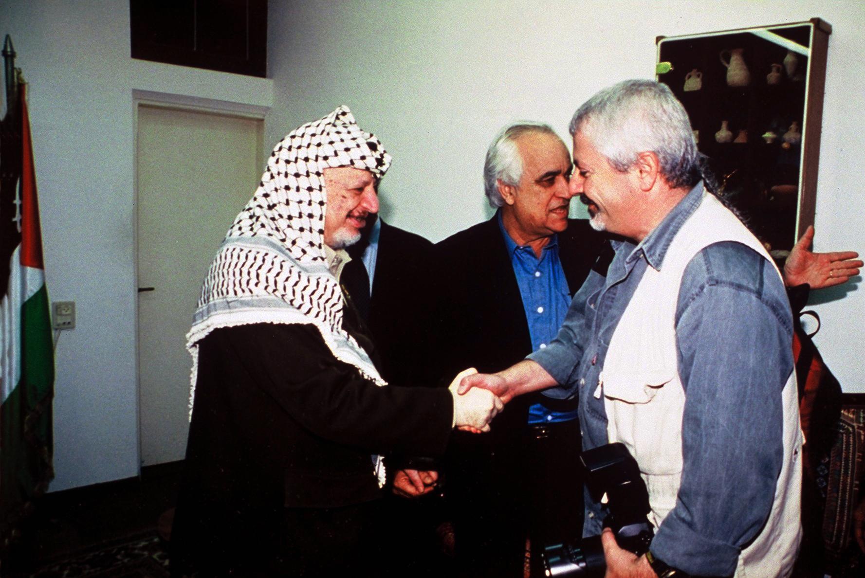 עזה 2000- יואל שתרוג - אדמה יוצרת Yasser Arafat - gaza 2000- yoel sitruk