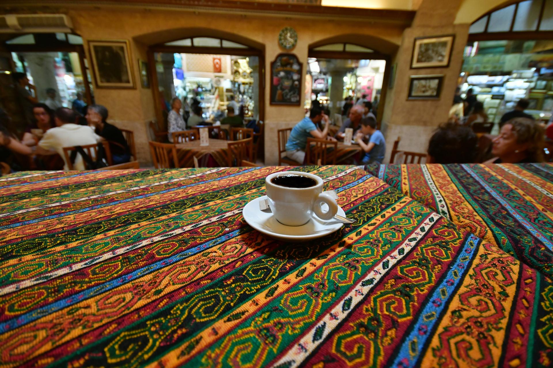 איסטנבול ממלכת המסתורין - קפה טורקי חזק -יואל שתרוג - אדמה יוצרת - yoel sitruk - İstanbul