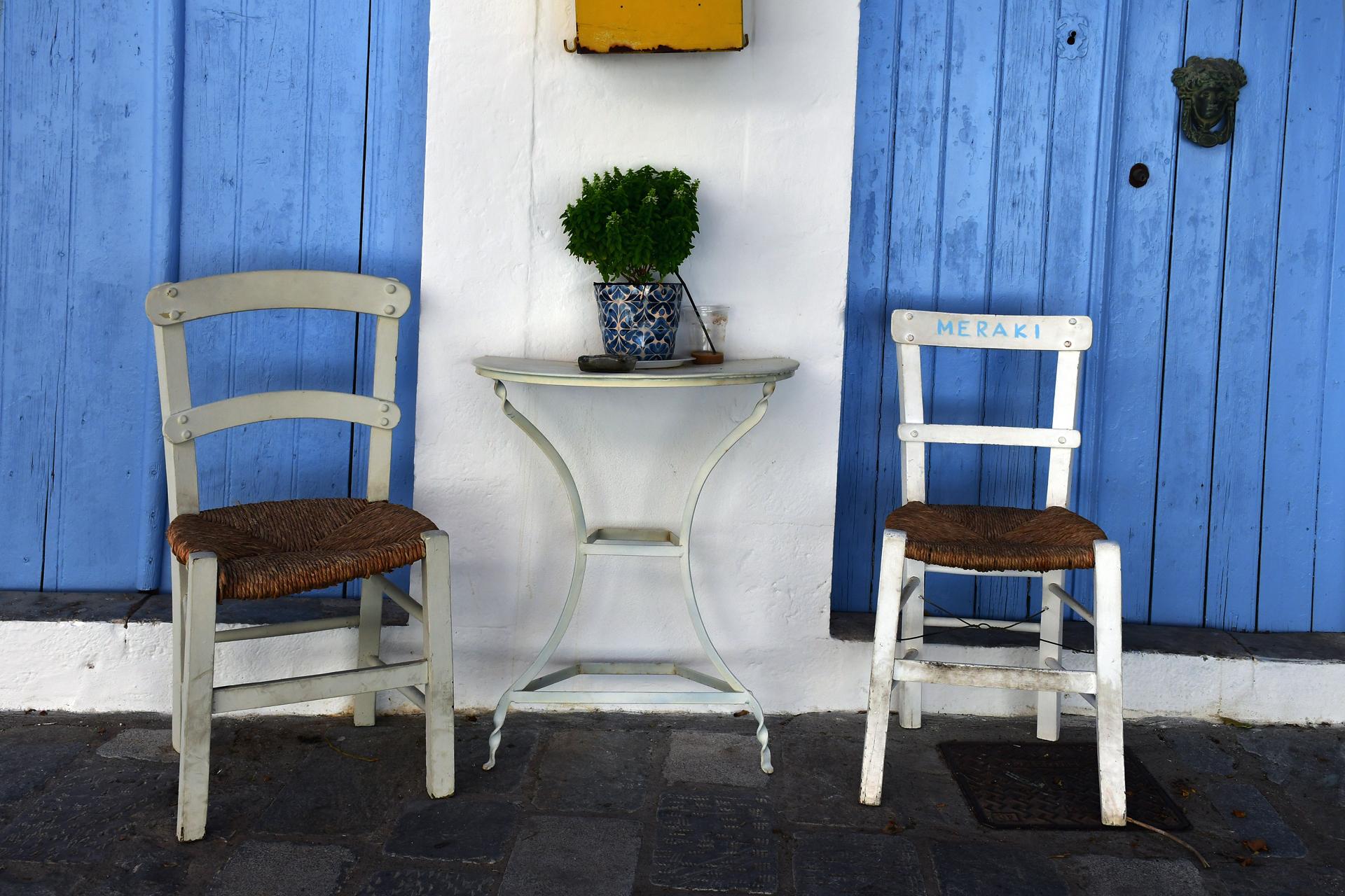 יוון על פי זורבה - כרתים - יואל שתרוג - yoel sitruk - אדמה יוצרת - כיסאות - יוון