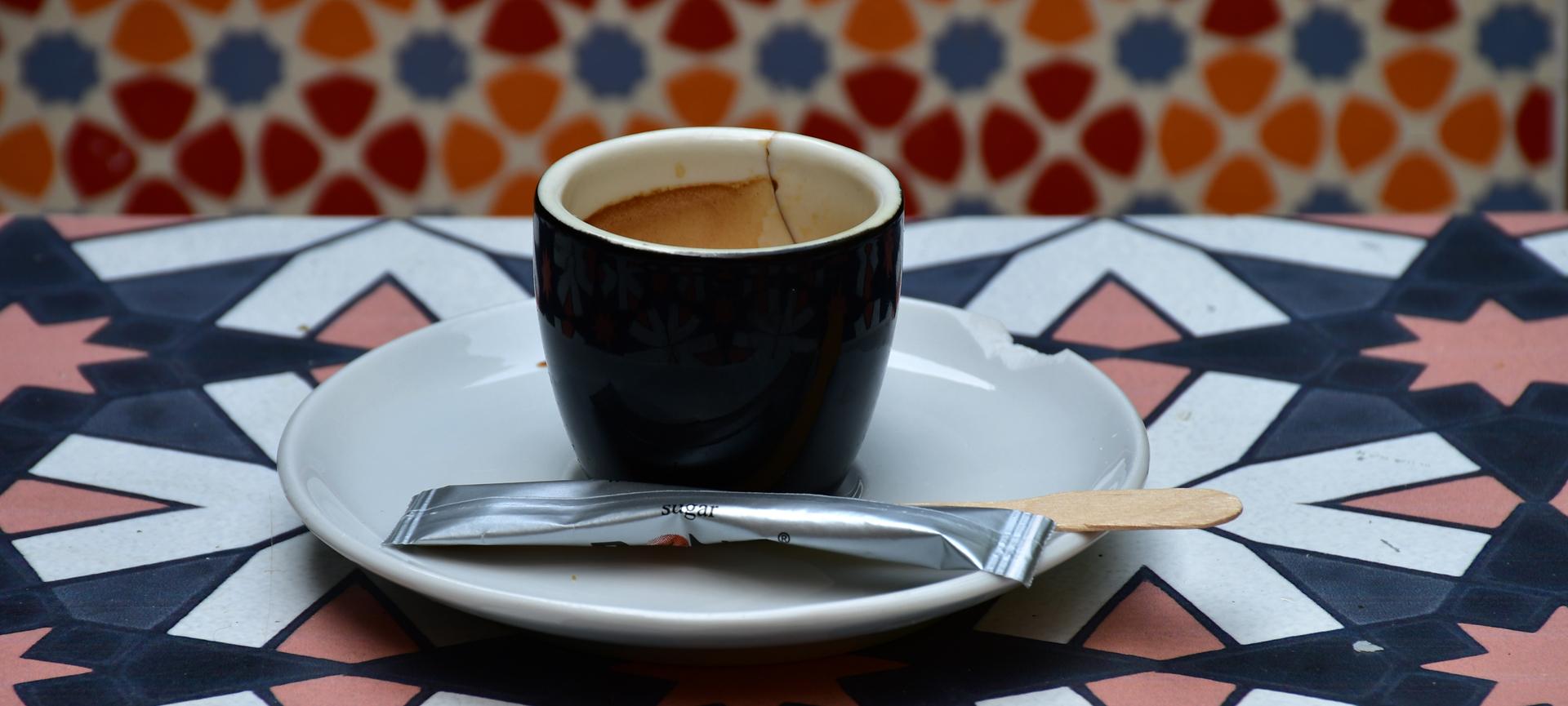 קפה - יואל שתרוג - אדמה יוצרת - yoel sitruk - קפה חובק עולם