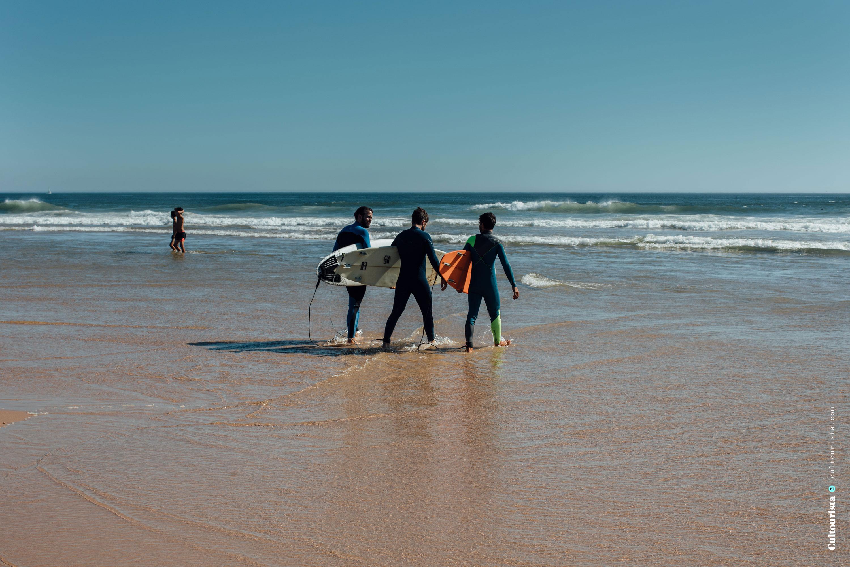 Surfers Costa da Caparica