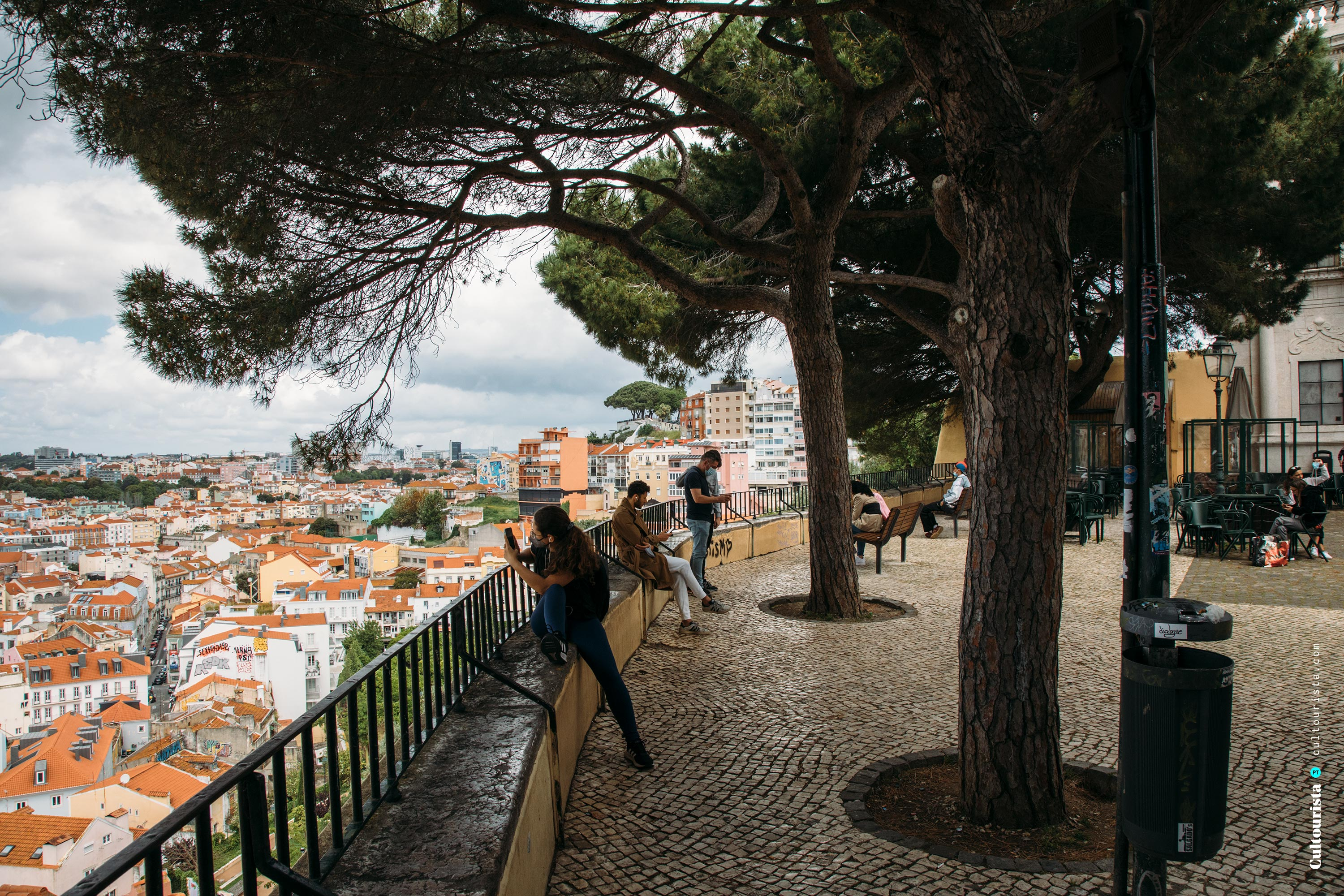 Tourists at the viewpoint Graça in Lisbon