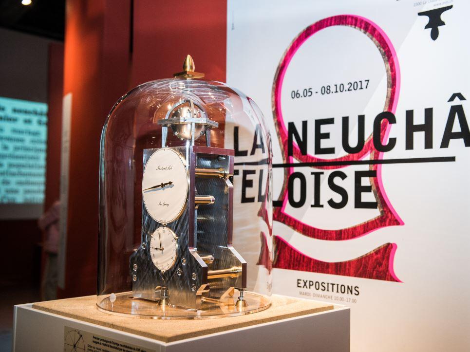 horloge hôtel de ville Neuchâtel