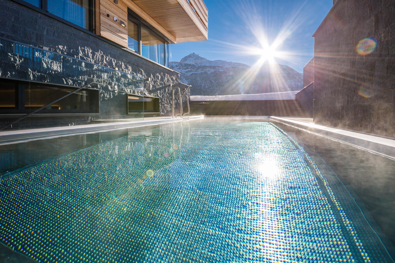 Outdoor Pool 31°C