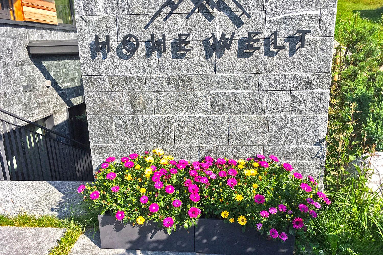 Eingang mit Blumen