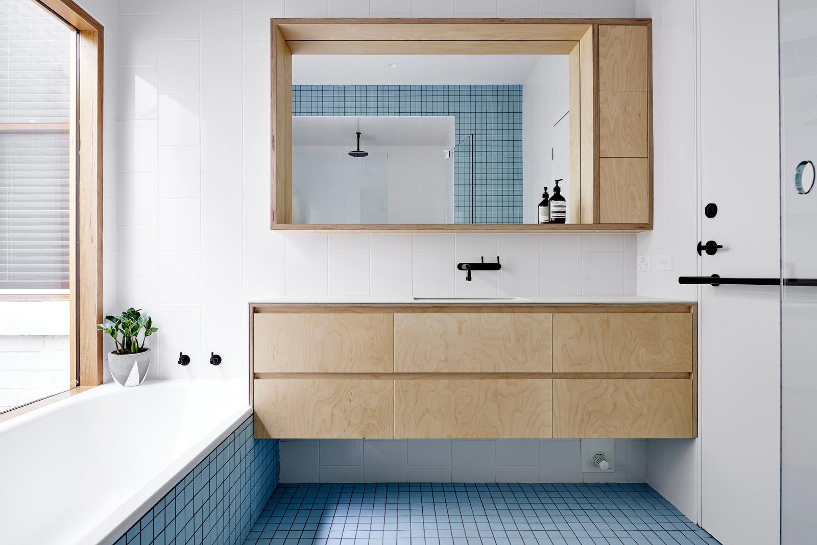 banheiro azulejo quadrado azul