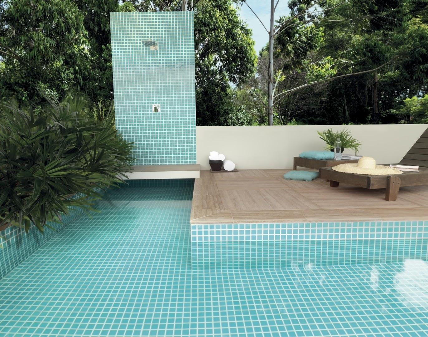 área externa piscina porcelanato madeira