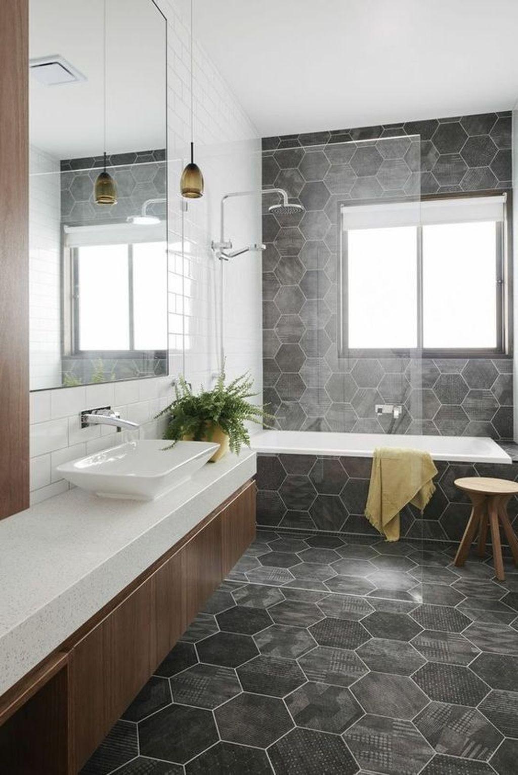 banheiro parede e piso pedra