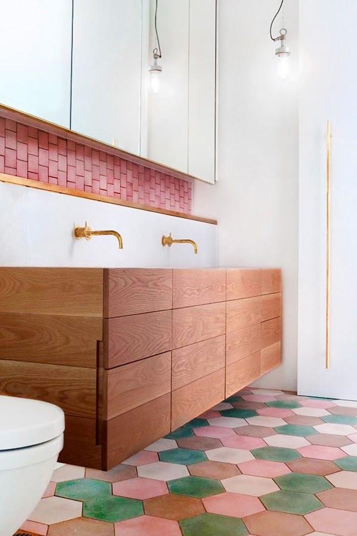 banheiro piso revestimento hexagonal colorido