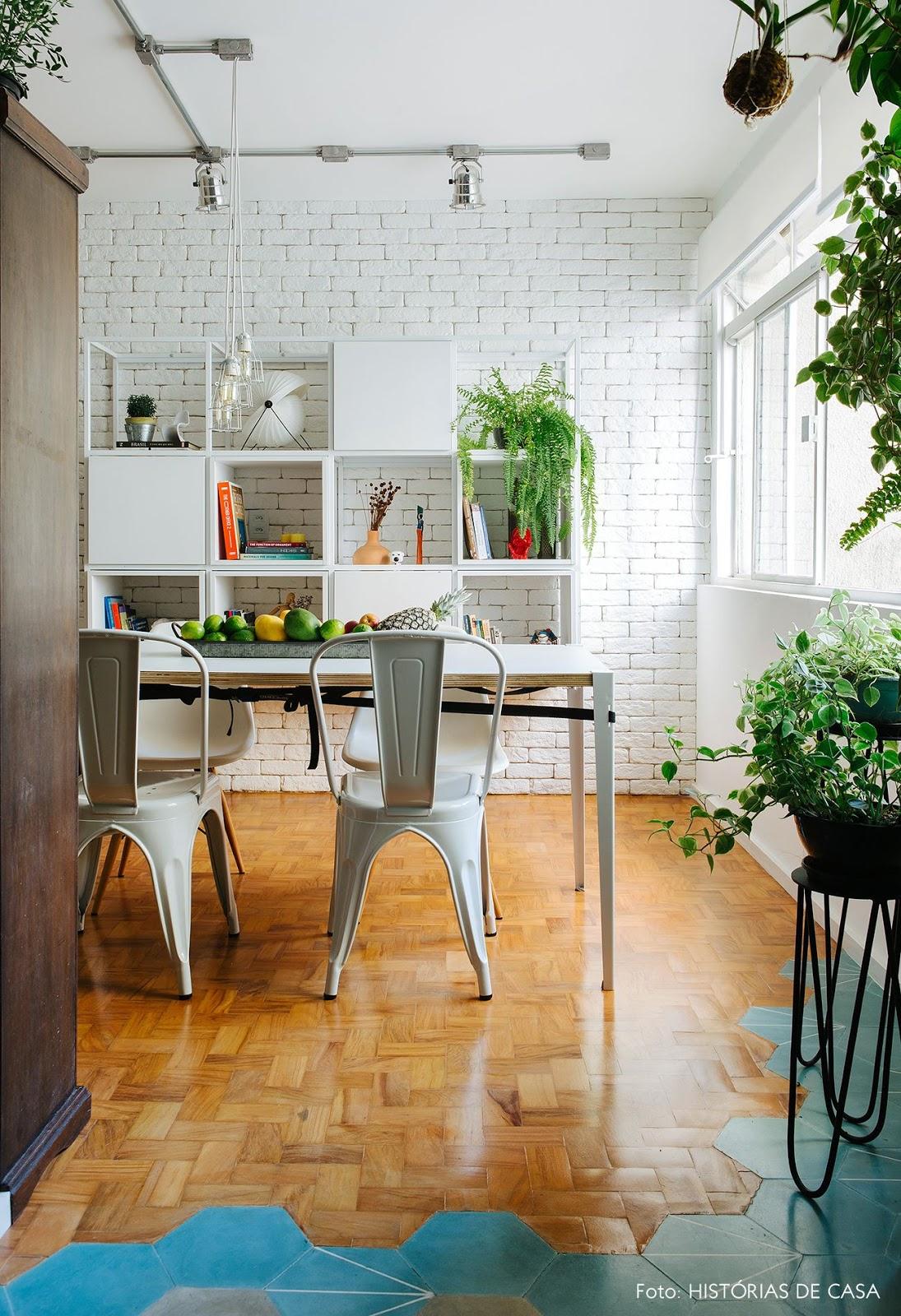 cozinha sala integrada piso revestimento hexagonal azul