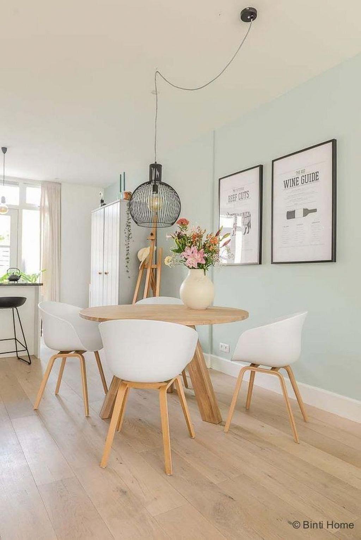 sala jantar ampla com cores claras