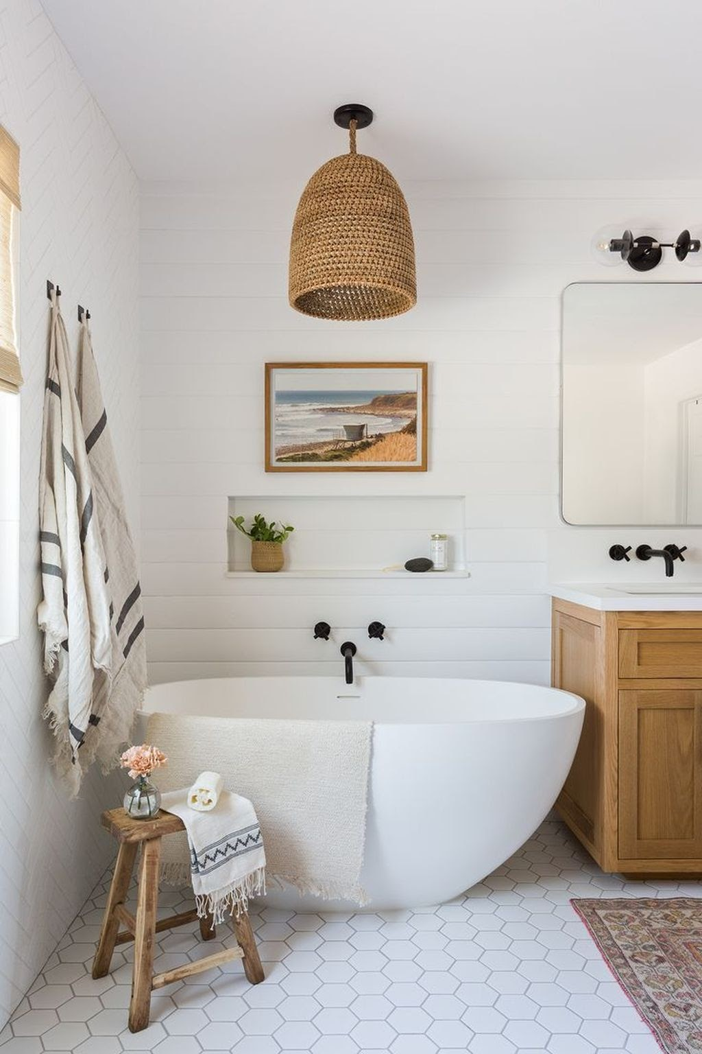 banheiro amplo e iluminado