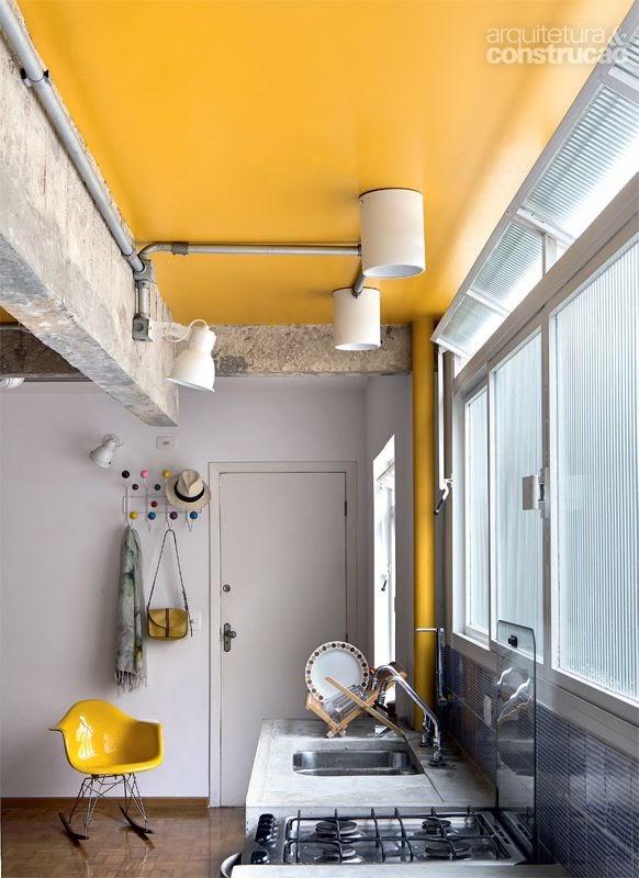 cozinha industrial cinza e amarelo