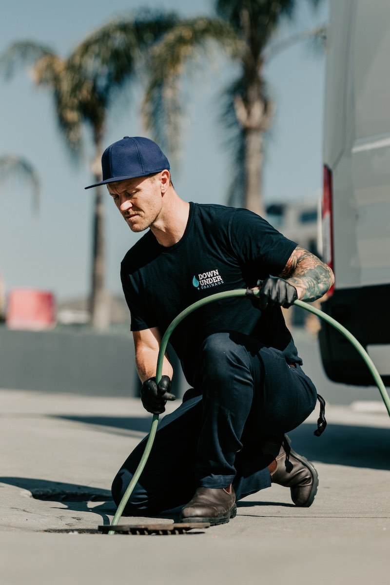Plumber in Los Angeles cleaning a sewer with a hydrojetter.