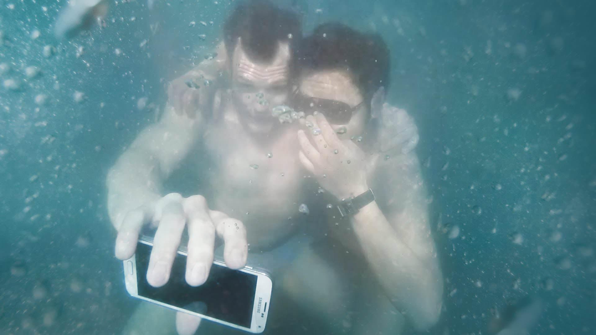 #UnderwaterSelfie Challenge