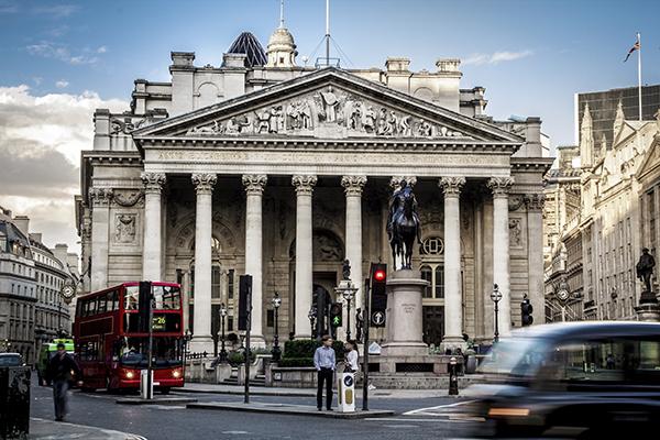 Veja os mais importantes passos para ter uma estratégia Open Banking de sucesso gerando modelos de negócios inovadores para bancos.