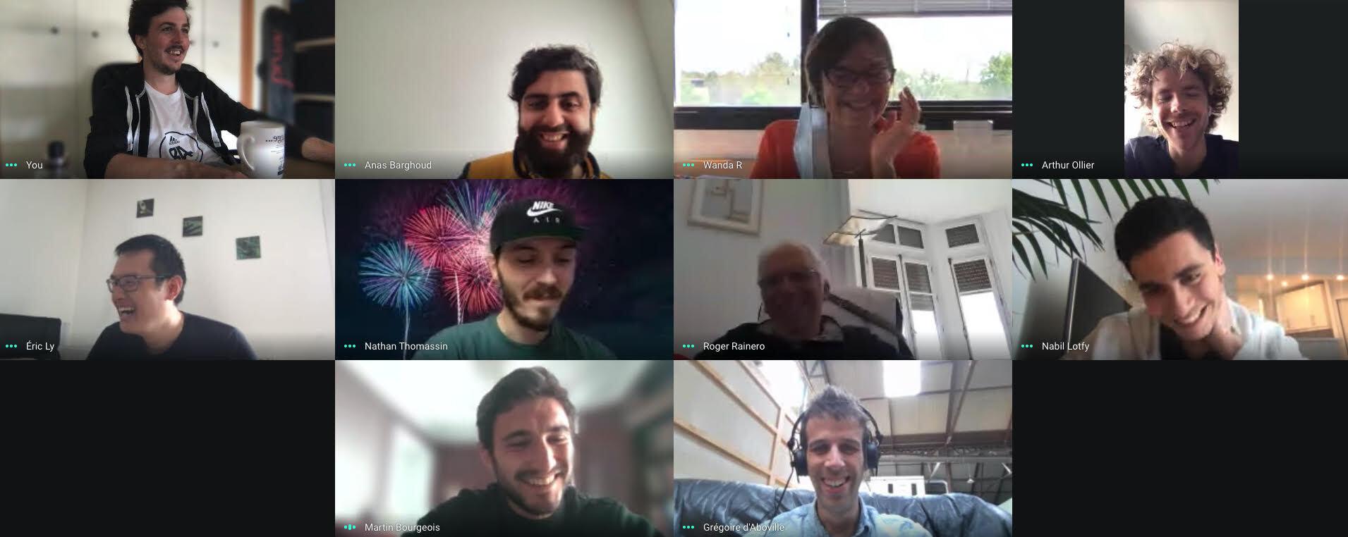 Photo de l'équipe MerciApp souriante et au complet de sa pause café virtuel bi-mensuelle