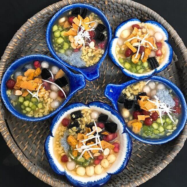 Chè thập cẩm là món ăn vặt ngon cho người ăn chay