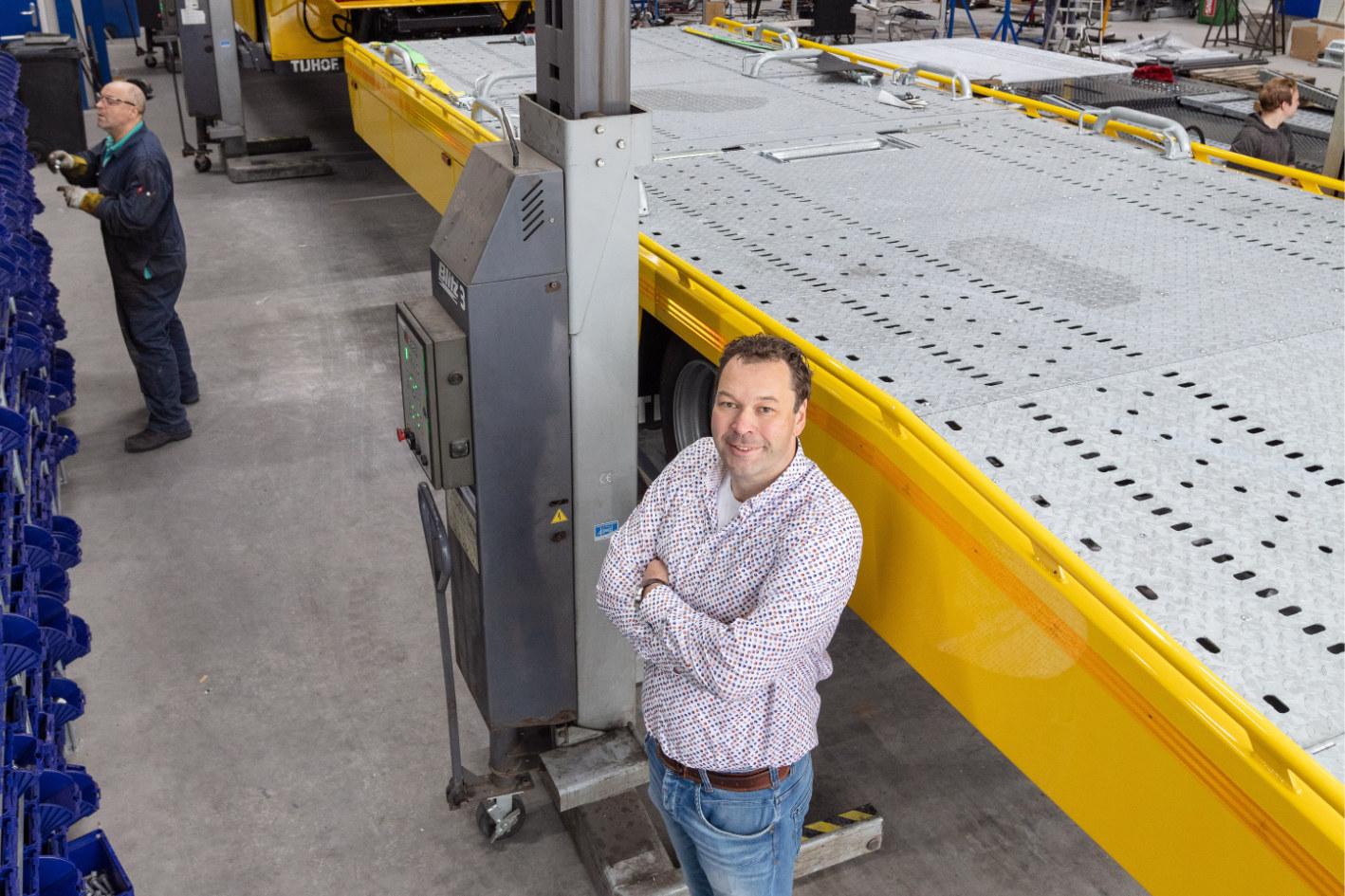 Frank Speelman in zijn bedrijf Tijhof Autotransportsystemen