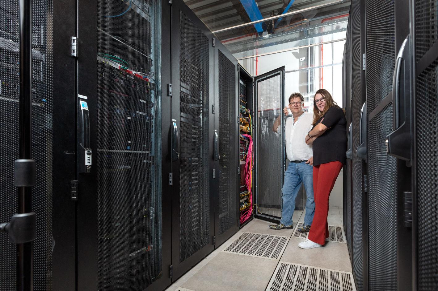 Richard en Jenny Hilberink in datacentrum