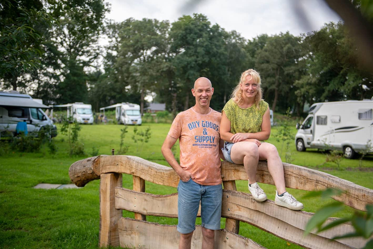 Edwin en Desirée Lohuis op de camperplaatsen van Reensboer Recreatie