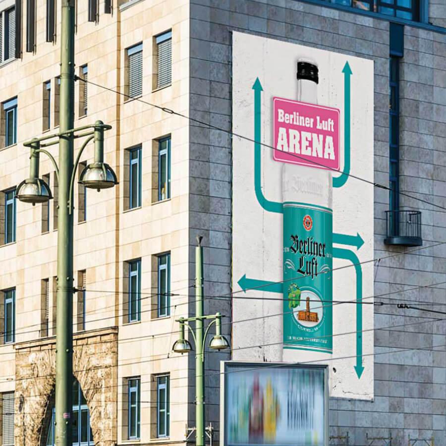 Berliner Luft Blowup-Plakat an der Warschauer Brücke