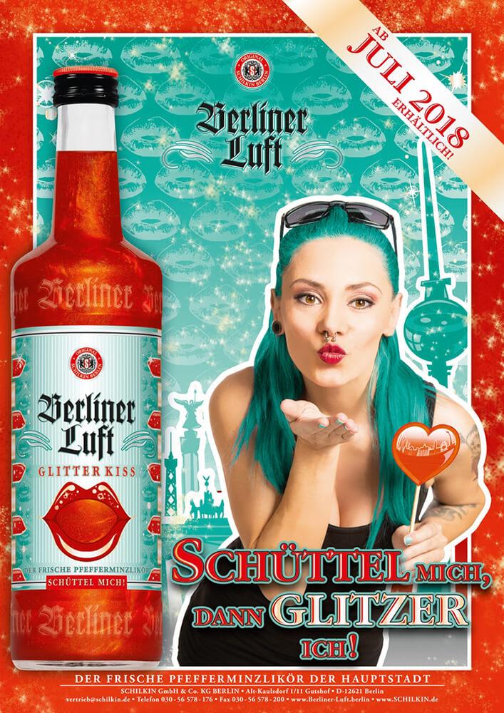Berliner Luft Folder: Glitter Kiss mit Emely und Flasche