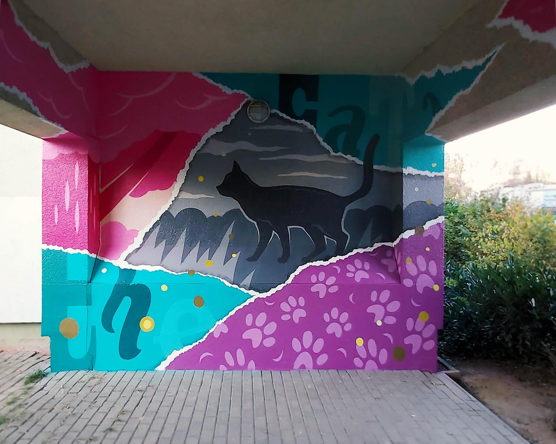 """Graffiti Hausdurchgang """"Stadt und Land"""" Berlin Hellersdorf pinke und türkise Wand mit Katze"""